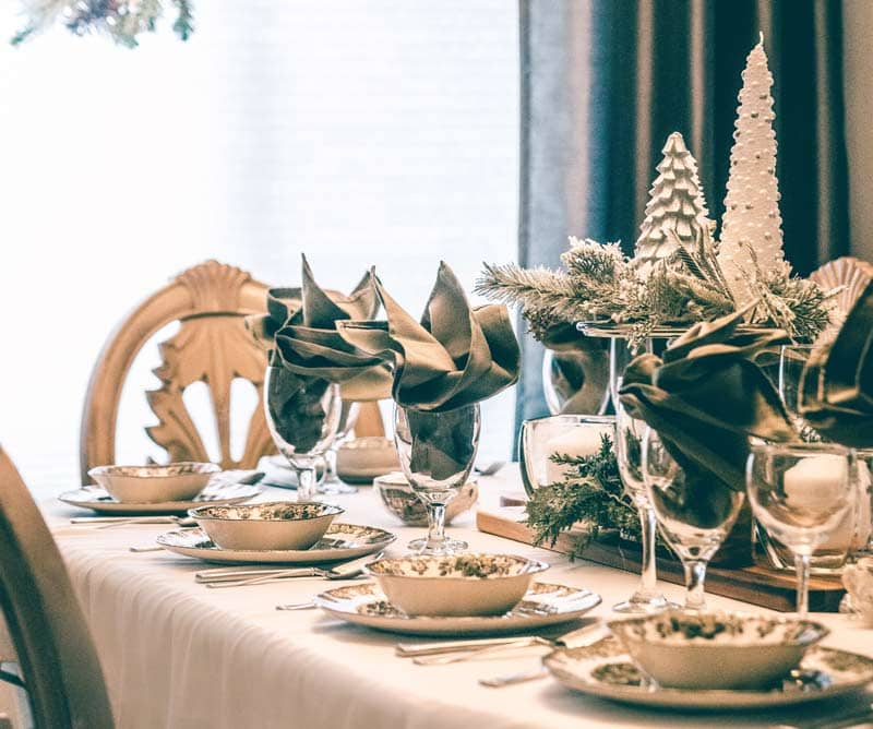 how to stage your dining room during christmas